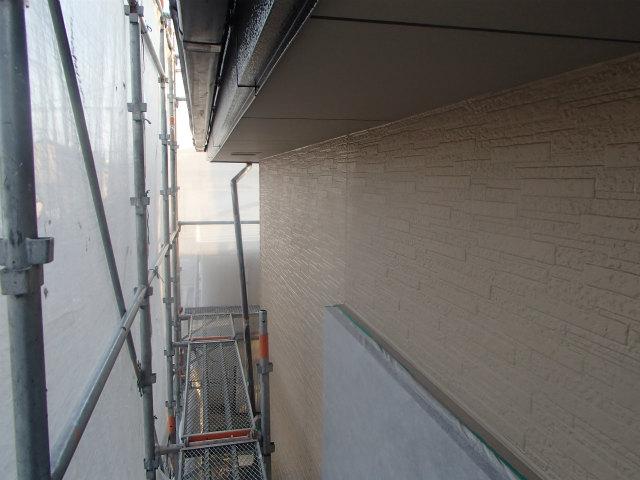 1階 東面 上塗り2回目塗装中