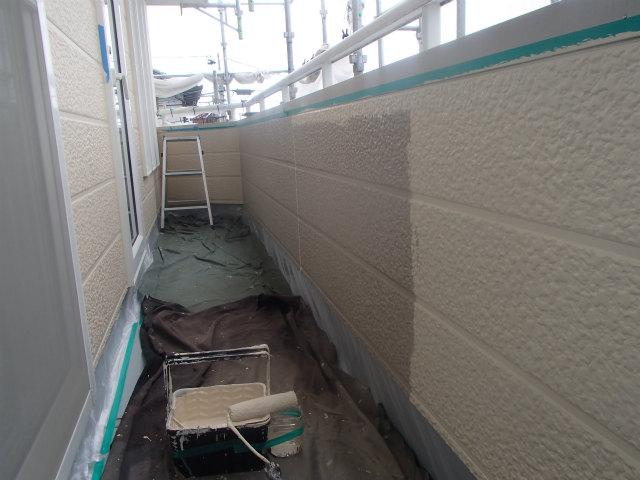 ベランダ 内壁 上塗り1回目