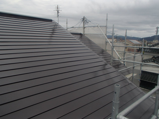 上塗り1回目塗装後 トタン屋根