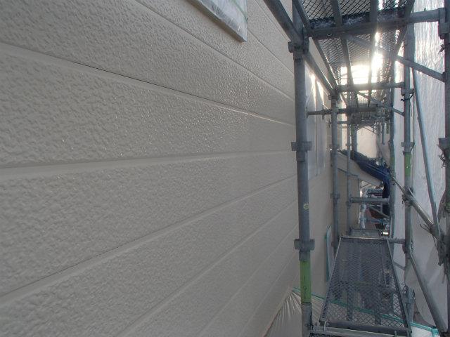 上塗り2回目塗装中 外壁塗装