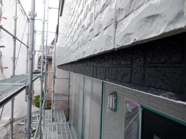 外壁 黒い部分