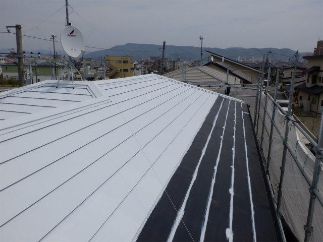 錆止め塗装中 2階 トタン屋根
