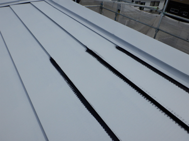 塗装中 トタン屋根
