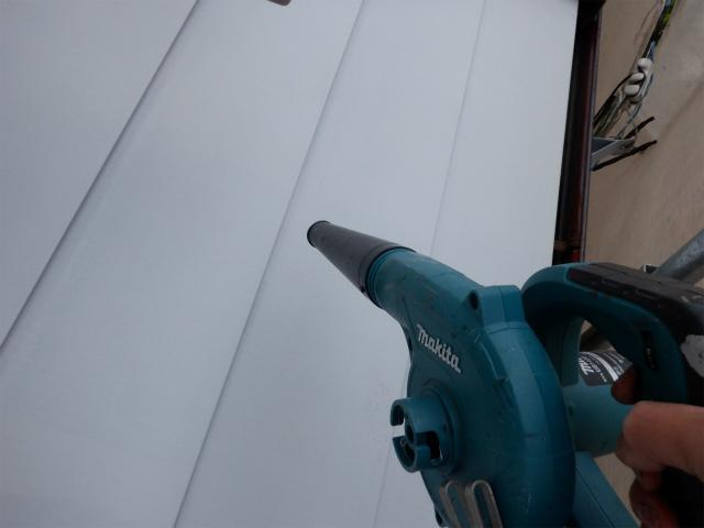 ブロワ 清掃 トタン屋根