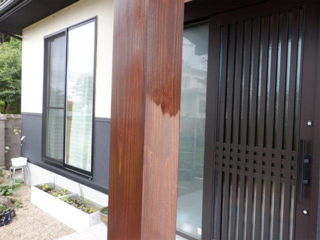 柱 上塗り2回目 木材保護塗料