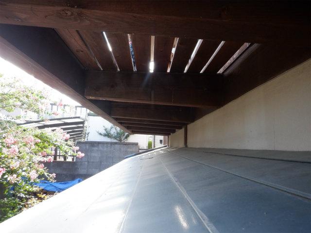 テラスの下 木材