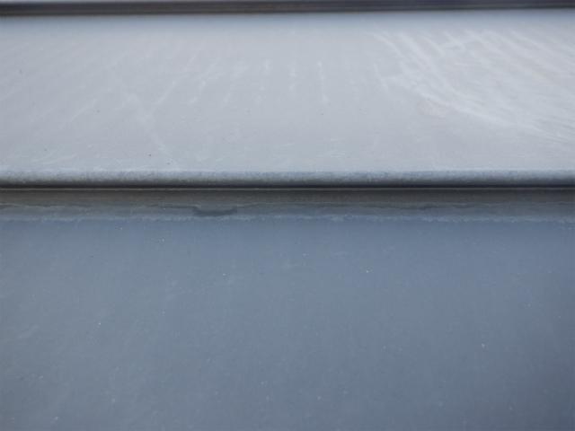 トタン屋根の重なり部分