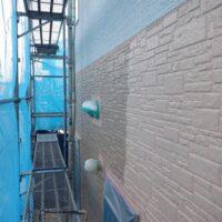 上塗り1回目塗装中 外壁塗装