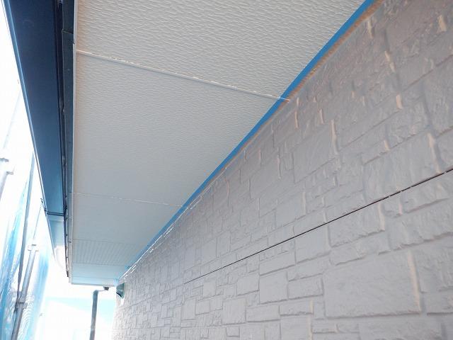 1階外壁上塗り2回目塗装中