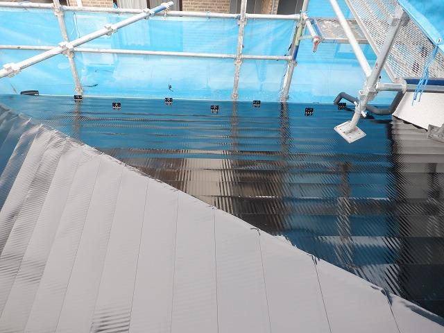 北面 上塗り2回目 トタン屋根塗装