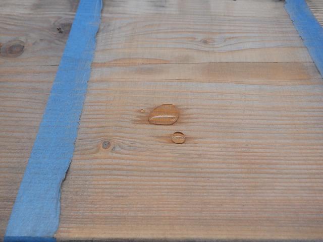 水 弾く 木材