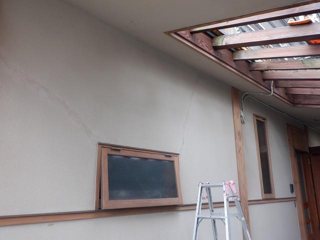 1階 ひび割れ 外壁